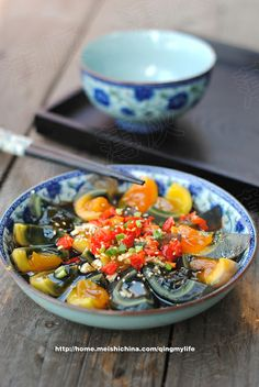 Century eggs with chili pickles Appetizer Salads, Appetizers, Yummy Recipes, Yummy Food, Cold Dishes, Cast Iron Cooking, Sesame Oil, Egg Shells