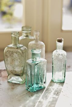Vintage glass bottles - beautiful on their own or filled with flowers. Old Glass Bottles, Antique Bottles, Vintage Bottles, Bottles And Jars, Antique Glass, Mason Jars, Art Vintage, Vintage Decor, Altered Bottles