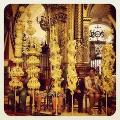 Ramos artesanales hechos de palmas para concurso
