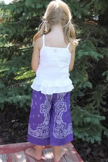 cute bandana pant tutorial.  some little girls about to have a bunch of these!!