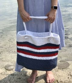 Star Spangled Beach Tote- Free Crochet Pattern ~ with a link to free picture tutorial