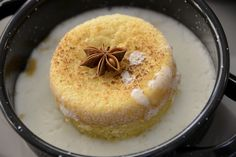 Bizcocho de harina de maíz con espuma de leche caliente Relleno, Hummus, Sweet Recipes, Bakery, Pudding, Ethnic Recipes, Desserts, Cakes, Brazilian Cuisine