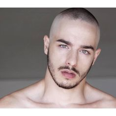 The top short hairstyles for men for the year 2018 are eye-catching and somewhat sophisticated. Forget about the one-length and monotone haircuts that guys liked to rock a couple of years ago. Today the short mens hairstyles have become particularly. Mens Hairstyles With Beard, Hair And Beard Styles, Haircuts For Men, Short Hairstyles For Men, Men's Haircuts, Men's Hairstyles, Short Hair Cuts, Short Hair Styles, Military Hair