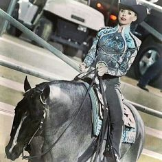 I love the blue/gray color with this Blue Roan horse. Western Show Shirts, Western Show Clothes, Horse Show Clothes, Western Outfits, Horse Halters, Horse Saddles, Pretty Horses, Beautiful Horses, American Quarter Horse