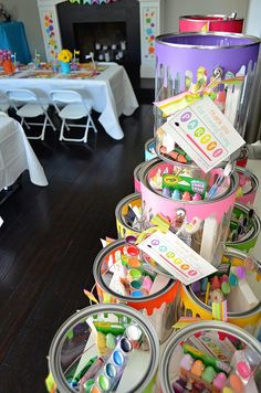 love this kids party favor for a painting art party! paint buckets with art supplies inside - so smart and cute! Artist Birthday Party, Birthday Painting, 6th Birthday Parties, Birthday Ideas, Craft Birthday Party, Girl Parties, 11th Birthday, Mouse Parties, Girl Birthday