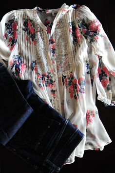 Come on already, Spring & Summer! I want to wear flowy, floral, loose tops!