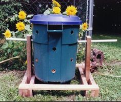 Earth Month: Eco-tip Make your own compost bin Compost Container, Outdoor Projects, Outdoor Decor, Outdoor Living, Textile Recycling, Earth Month, Green Living Tips, New Earth, Green Building