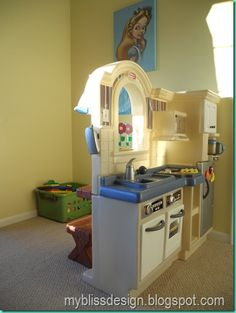 Organized at home daycare playroom...this looks PERFECT for you @Katie Robinson