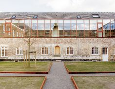Clarenhof - Hasselt - 2008 Bureau d'architecture : A2O Architecten • www.a2o-architecten.be • Photos : A2O Architecten #architecture #projet