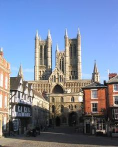 Lincoln Cathederal, west facade from Castle Hill. Stayed on the outskirts of Lincoln in Nettleham with daughter & mum. Cathedral Church, Old Churches, Cathedrals, Notre Dame, Lincoln, Places Ive Been, Facade, Past, Daughter