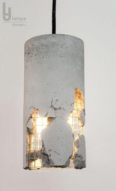 Beton - Leuchte: Hammer und Kraft befreien die Lampe, ein Design das den Mut des Käufers voraussetzt