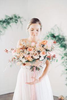 dark and moody bohemian wedding florals. Spring Wedding Bouquets, Bridal Bouquet Pink, Blush Bouquet, White Wedding Flowers, Peach Wedding Colors, Wedding Peach, Bridal Shoot, Marie, Urban Flora