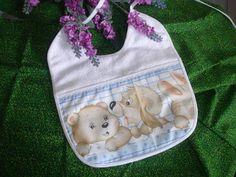Proteja a roupinha de seu bebe com os babadores da Capim Limão.  Babador em felpa, todo forrado, decorado com tecido 100% algodão e com viés combinando.