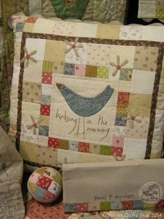 Velkommen til Inspirasjonskveld med Anni Downs Patchwork Pillow, Patchwork Bags, Quilted Pillow, Applique Quilts, Crochet Cushions, Sewing Pillows, Pin Cushions, Small Quilts, Mini Quilts