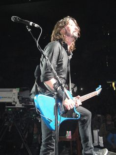 Dave Grohl  Foo Fighters  Boston, MA Nov. 16, 2011 photo by Leecy