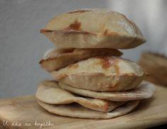 Tyto pokrmy jako tortilly a pita chleby naplněné orestovaným masem, zeleninou a dresinkem milujeme. Nejraději máme s orestovanými nudlič...