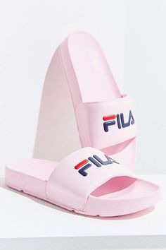 Essential pool slide sandals from FILA, offering a bubble branded foot strap and molded footbed. Fashion Catwalk, Fashion Shoes, Fashion Accessories, Fashion 2018, Fashion Fashion, Fashion Trends, Fall Shoes, Summer Shoes, Sport Sandals