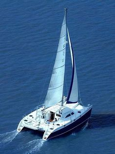 Charter catamaran Broadblue Voyager, 3 cabins, 8 berths. Click for charter info and more photos: http://www.sailingeurope.com/en/yacht-catalogue/catamarans/5/774/broadblue/broadblue-voyager-435#  #sailing #catamaran