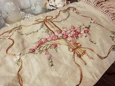 バスケット刺繍ピローケース - イギリスとフランスのアンティーク | バラと天使のアンティーク | Eglantyne(エグランティーヌ)