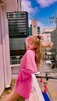 Lalisa Manoban of Blackpink Kpop Girl Groups, Korean Girl Groups, Kpop Girls, Jennie Blackpink, Blackpink Lisa, Forever Young, Lisa Black Pink, Lisa Blackpink Wallpaper, Hipster Wallpaper
