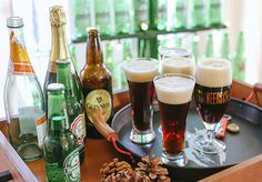 #NationalBeerDay calls for a cold one! Try @louisemellor's Black Velvet. #Cheers