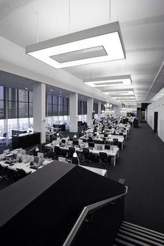 Net-A-Porter Offices In London | Office Design //En espacios de trabajo es importante tener luz general y agregar luz en cada estación de trabajo que aseguren los niveles de iluminación adecuados para cada tarea //MMH//