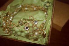 Tiara de Noiva June Feita em fios de metal com pérolas e cristais