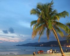 """Mi piace"": 413, commenti: 12 - ☆ travel tales ☆ elisabetta ☆ (@freesoulontheroad) su Instagram: ""Patong Beach right after sunset. Phuket Island - Thailand  #patong #phuket #thailand #patongbeach…"""