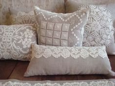 Pair of Linen Pillow covers with Vintage Crochet Doilies X Linen Pillow with Vintage Crochet Doily Mais Shabby chic Crochet Cushions, Sewing Pillows, Diy Pillows, Linen Pillows, Decorative Pillows, Throw Pillows, Crochet Pillow, Linen Fabric, Crochet Vintage