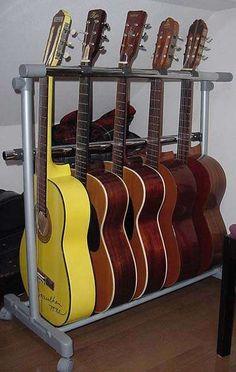 60円の塩ビL型継ぎ手2個でギタースタンドに!