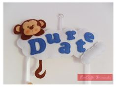 Beautiful ornament door made ​​for the little Duarte, with the theme of Jungle Critters