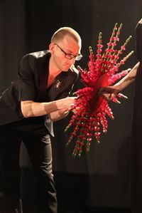 Stein Are Hansen creating some cool designs at the blomster celebration - Moja strona Art Floral, Floral Design, Wedding Bouquets, Wedding Flowers, Design Competitions, Simple Flowers, Ikebana, Landscape Art, Flower Decorations