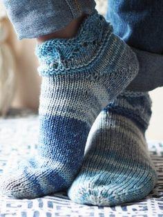 Novita wool socks, short summer socks with a lace pattern made with Novita Aalto. Wool Socks, Knitting Socks, Free Knitting, Knitting Patterns, Patterned Socks, Crafts To Do, Crochet Yarn, Pattern Making, Leg Warmers