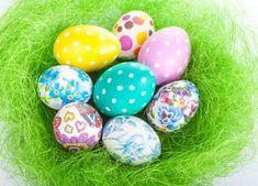 Naturalne barwniki do jajek: farbowanie pisanek bez chemii [infografika]   Mamotoja.pl Easter Eggs, Decoupage, Google, Easter Activities