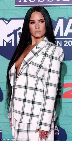 Work it! The former Disney star commanded attention with her super sleek brunette mane and glamorous make-up look Dark Brunette, Disney Stars, Demi Lovato, Mtv, Pixie, Makeup Looks, Hair Makeup, Glamour, Street Style