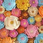 Hoje trouxemos 10 inspirações de festas com flores de papel para ajudar você identificar algumas formas de usa-las na sua produção.