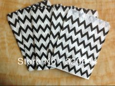 200PCS/Lot Black Chevron Stripe Paper Favor Bags,Party Paper Bags Candy Buffet Party Favor Wedding Favor,Mid Goodie Bags-in Event & Party Su...