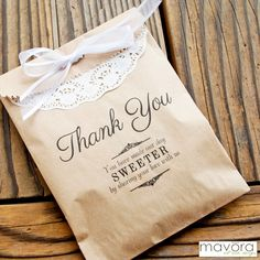 kraft paper favor bags perfect for sending guests home with sweet treats #favorbags #cookiebags