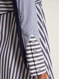 Best 12 Slim-fit long-sleeve thick stretchy cotton dress finished with cotton ribbon. V-… – SkillOfKing. Kurti Sleeves Design, Kurta Neck Design, Sleeves Designs For Dresses, Dress Neck Designs, Sleeve Designs, Simple Kurti Designs, Kurta Designs, Blouse Designs, Mode Batik