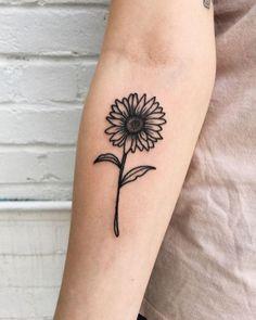 39 Impressive Black And White Sunflower Tattoo Ideas Sunflower tattoo – Fashion Tattoos Sunflower Tattoo Simple, Sunflower Tattoos, Sunflower Tattoo Design, White Sunflower, Mini Tattoos, Body Art Tattoos, Small Tattoos, Ankle Tattoos, Tatoos