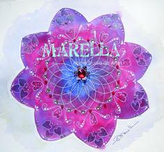Mandala em aquarela com tons de azul e vinho. Diâmetro médio de 25cm. Moldura padrão branca.