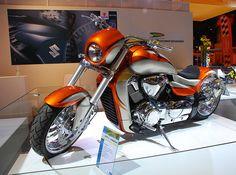 Salon de la Moto 2007 en direct : Suzuki Intruder M1800R, M1800R2 et C1800R
