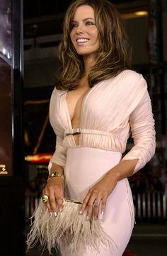Hottest Female Celebrities, Beautiful Celebrities, Beautiful Actresses, Gorgeous Women, Celebs, Kate Beckinsale Hot, Kate Beckinsale Pictures, Celebrity Beauty, Celebrity News