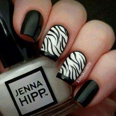 Unhas curtas decoradas de zebra