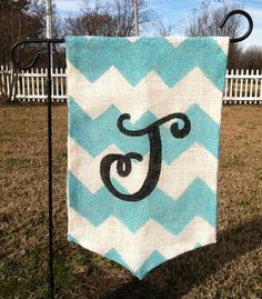 Burlap chevron garden flag with initial ::Easy DIY