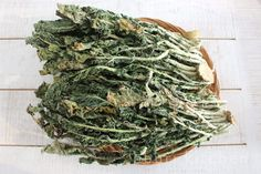Shiraegi is a beloved winter vegetable made from dried radish greens. Nothing goes to waste, and plus it's really nutritious. Korean Vegetables, Winter Vegetables, Healthy Vegetables, Radish Greens, Korean Food, Korean Recipes, Kimchi, Cabbage, Herbs