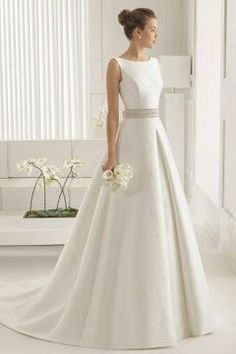 2017 Scoop Neckline Princess Open Back Wedding Dress Chapel Train Satin