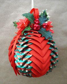 ENTRE MIM E VOCÊ - NÓS: PASSO A PASSO - bolas de natal em formato de pinha - patchwork