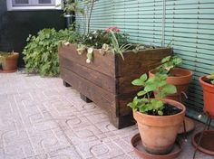 recycled pallet planter