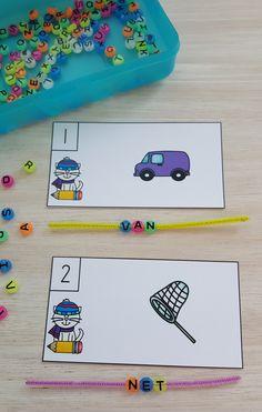 Learners Thread Beads on Chenille Stems For a Fun Variation in the CVC Spelling Activity!  $ #Winter  #winterliteracyactivities #phonics #CVCwords #CVC #kampkindergarten #kindergartenohonics    https://www.teacherspayteachers.com/Product/Winter-CVC-Spell-the-Room-2953776